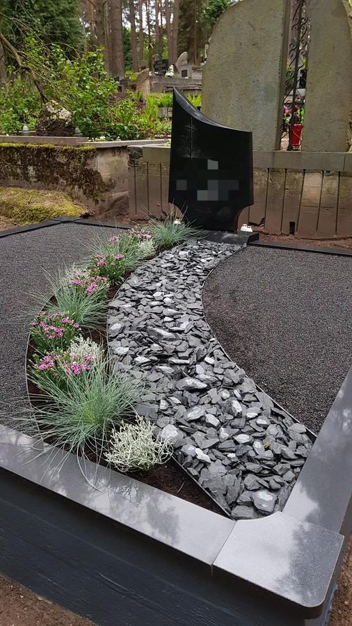 Kapavietės dekoravimas granito skalda, apželdinimas.