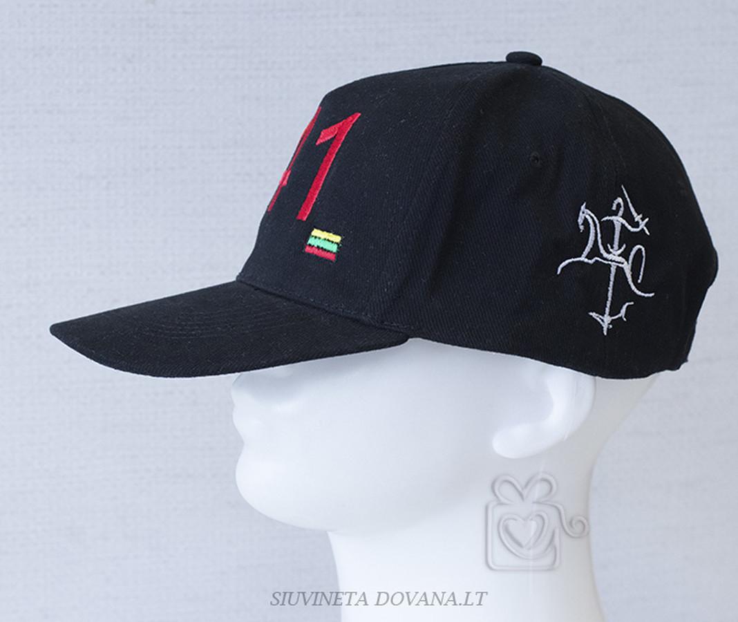 Siuvinėjimas ant kepurėlių pagal individualius užsakymus įvairioms progoms. Minimalus kiekis - 1 vnt.