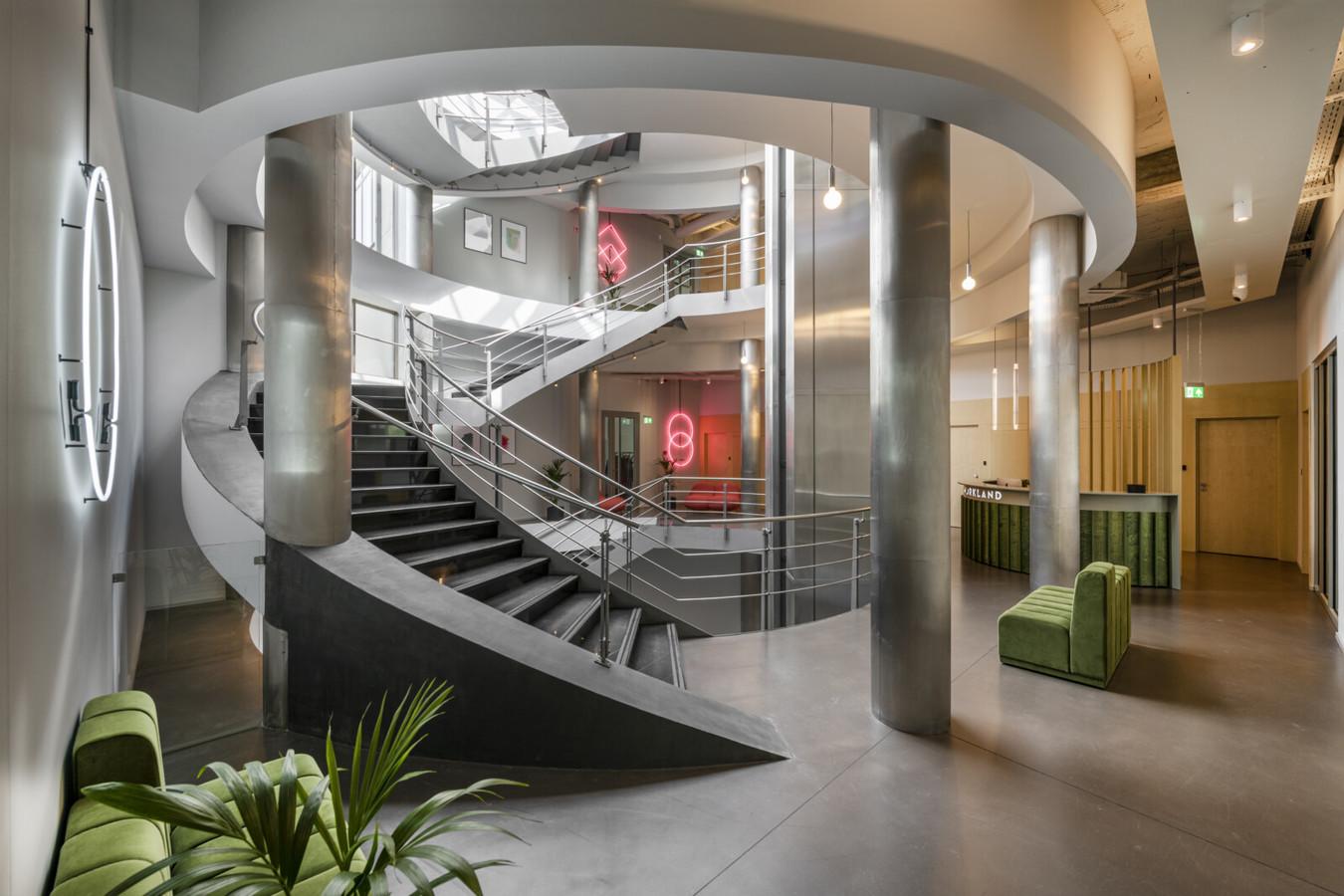 """ULTRATOP dekoratyvinio betono grindų danga. Natūralus efektas. Biurų kompleksas """"WORKLAND"""" Kaune. Architektai: Noarchitects Nuotraukos: Leonas Garbačauskas"""