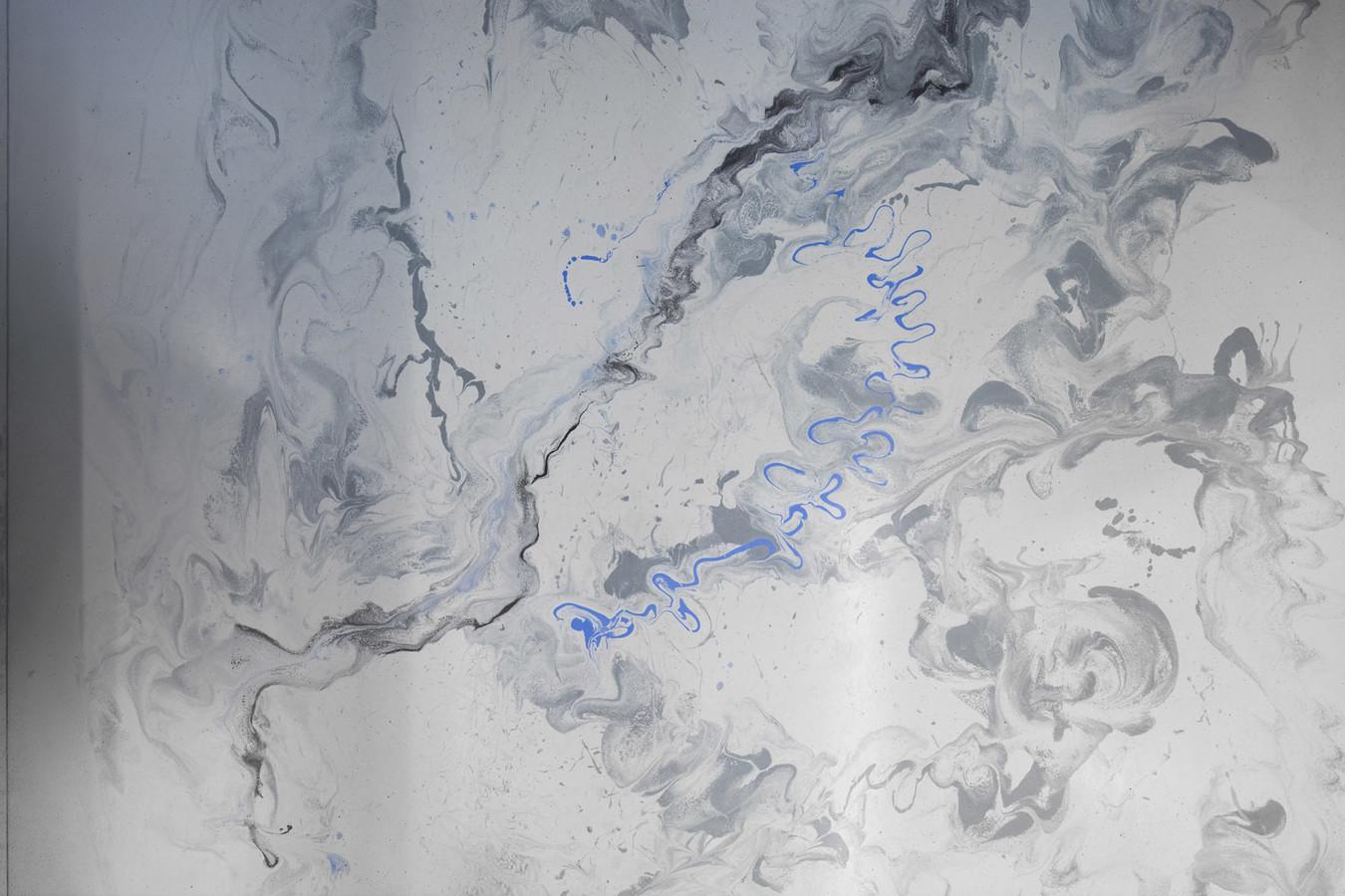 ULTRATOP dekoratyvinio betono grindų danga su marmuro akcentais. Biuro patalpos Vilniuje. Interjero dizainas: Noarchitects. Nuotrauka: Ieva Saudargaitė