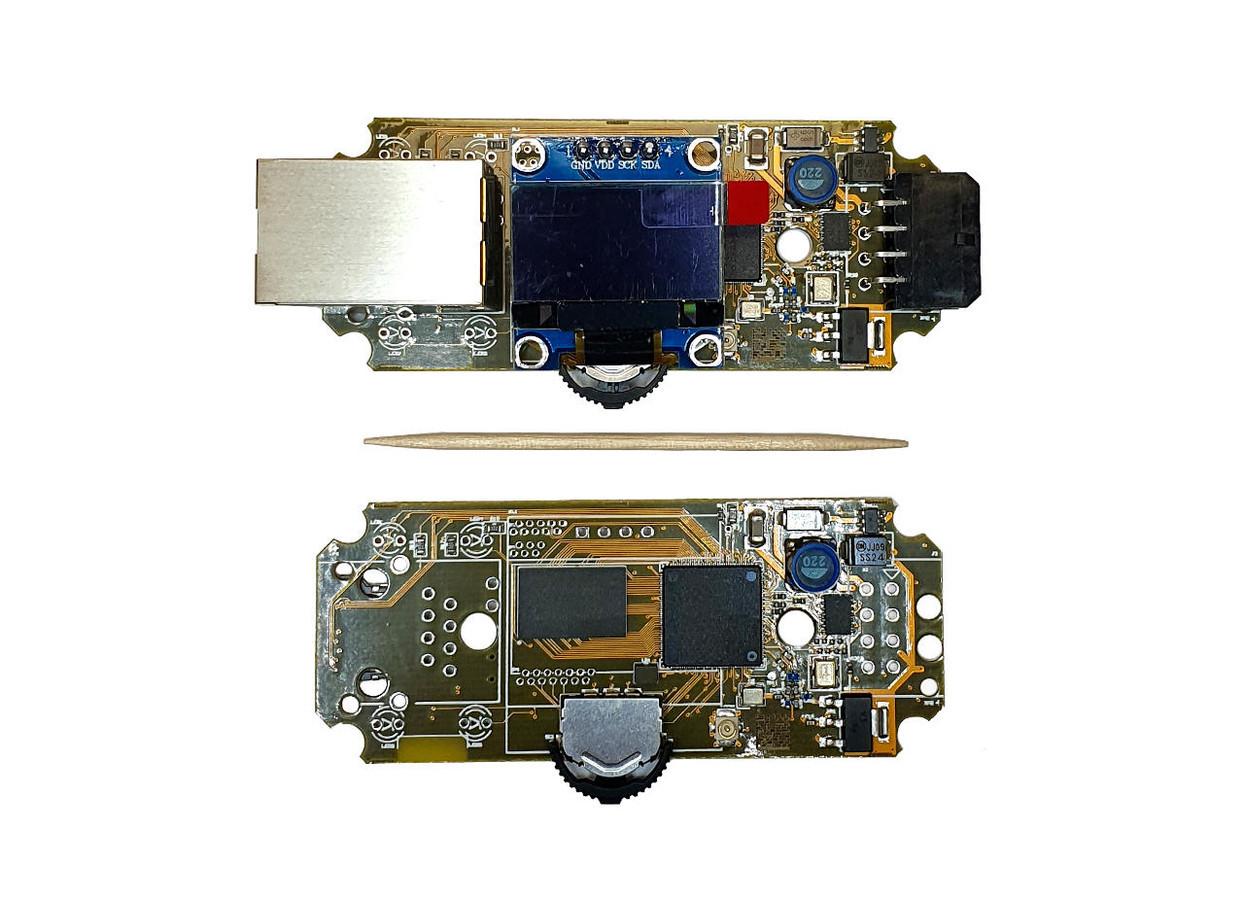 Vos didesnis už ... OpenWrt MT7688 CPU 256MB RAM 32/64MB FLASH Wifi 2.4Ghz, LAN10/100, OLED, CAN-FD, integruotas PLC, web serveris, websocket.