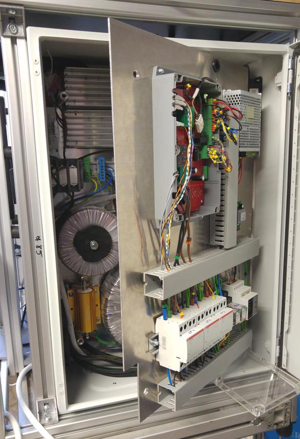 Testavimo stendas variklio paleidimo momento charakteristikoms iki 4kw.  Atmel ARM mikrovaldiklis, USB sąsaja su kompiuteriu. 16 izoliuotų srovės matavimo kanalų 20ks/s.  Užsakovas UAB Selteka.