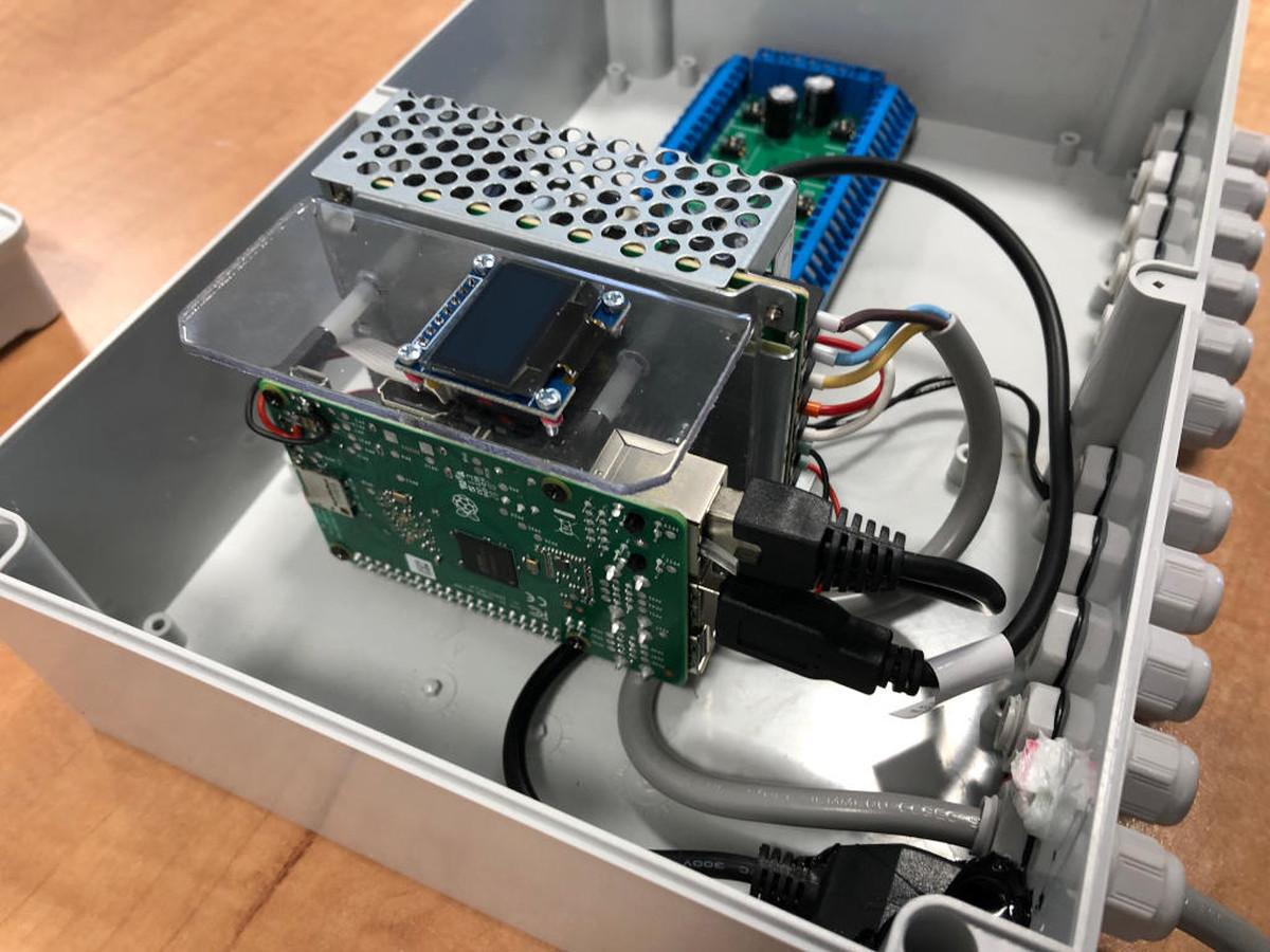 Duomenų surinkimo įrenginys Lean2S gamybos optimizavimo sistemai. Atlikta tik mechaninio paruošimo, apdirbimo ir surinkimo darbai. Užsakovas UAB Proginta.