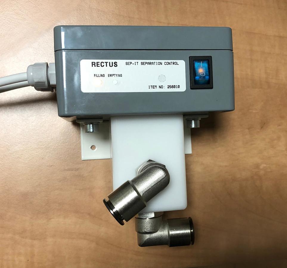 Oro vakuumo valdymo sistema stomatologijos kabinetams. Mechaninis pasukamas plastikinis vožtuvas valdomas AC asinchroniniu varikliu pagal įeinančias komandas. Užsakovas Rectus DK, Danija.