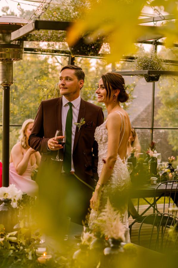 """Jaukios vestuvės """"Food in the wood"""" aplinkoje sužavėjo detalėmis, išlaikytu vientisumu ir estetika.  Vakaro svečiai leidosi šokti, dalintis apsikabinimais ir bučiniais ❤"""