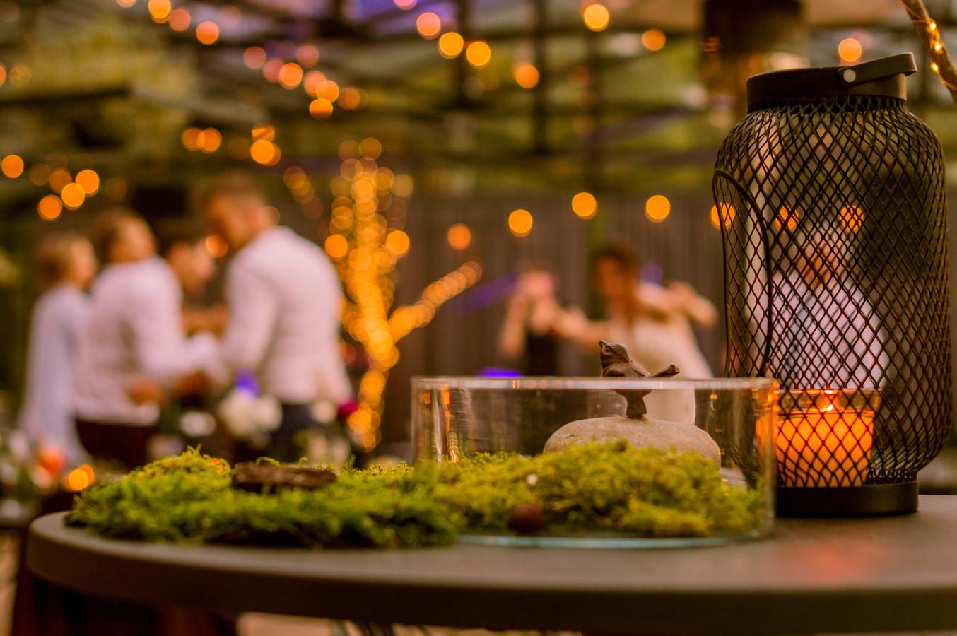 """Liutauro ir Justinos vestuvės nuostabiam """"Food in the wood"""". Truputis detalių gali pakeisti šventės nuotaiką, svečių emocijas, todėl čia joms skirtas itin didelis dėmesys."""