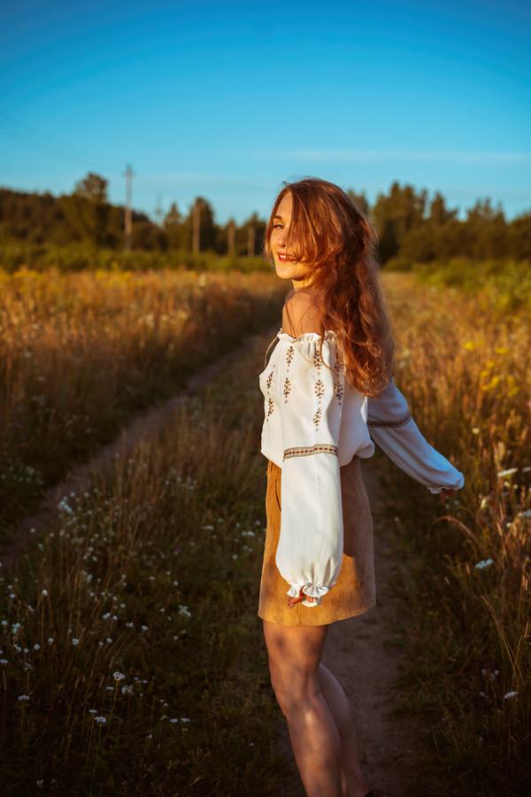gėlių šešėliai, krentantys ant rūbų, tokie artimi sielai. jie papuošia mus įvairiomis formomis, dydžiais, pavidalais 🌿💚
