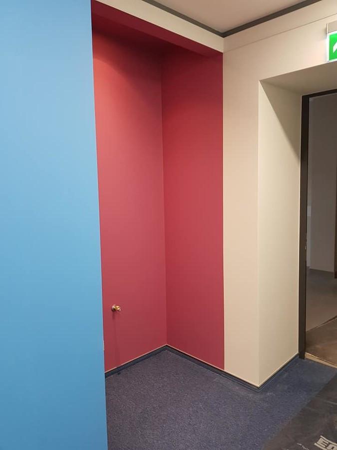 Sienų paruošimas, glaistymas, dažymas.