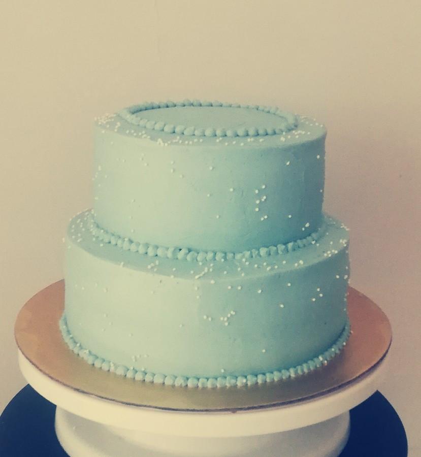 3 kg tortukas be papuošimo, nes klientai patys turėjo kuo pasipuošti