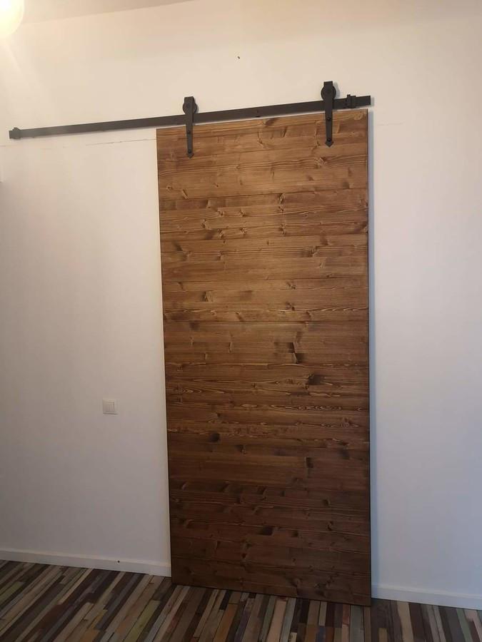 Loft stiliaus durys iš spygliuočio lentų pagamintos pas klientą per vieną dieną.