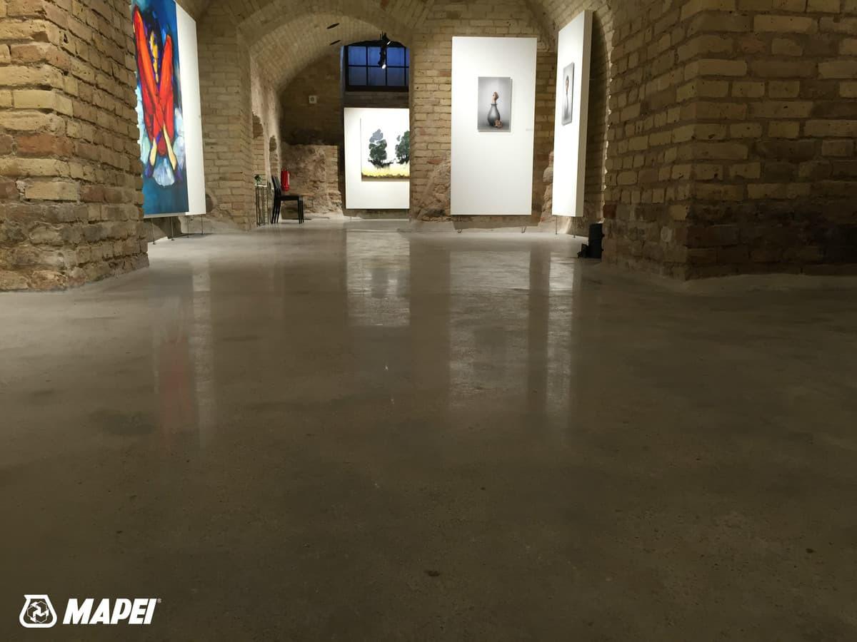 Betono poliravimas, naudojant MAPECRETE LI-HARDENER ir MAPECRETE STAIN PROTECTION bei deimantinio poliravimo sistemą HTC. Meno galerija Vilniuje. http://velvemst.lt/uploads/Brosiura_Mapecrete_LT.pdf