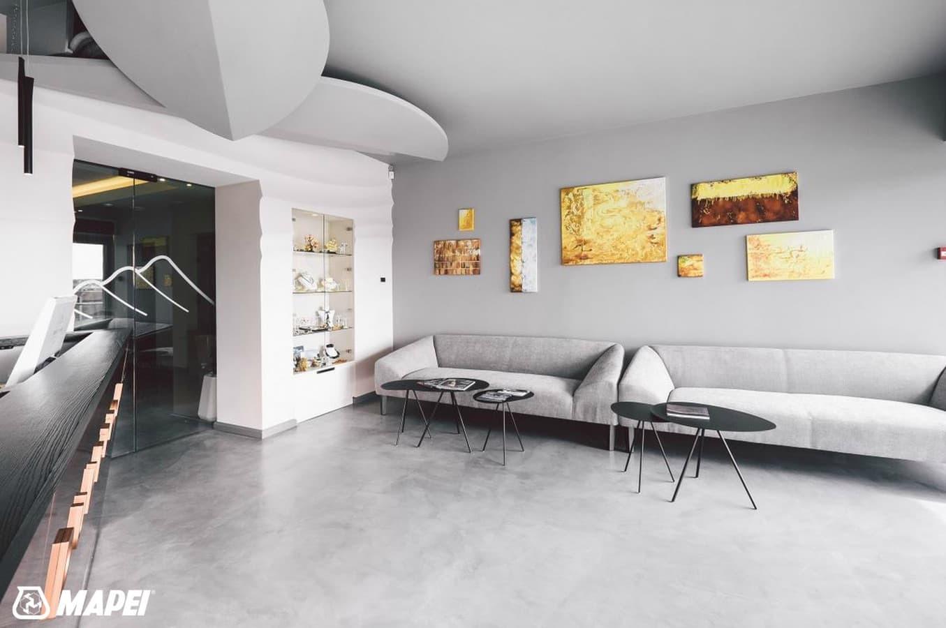 ULTRATOP LOFT cementinė dekoratyvinė grindų danga įrengta viešbutyje Klaipėdoje. http://www.velvemst.lt/uploads/Brochure_Ultratop_Loft_LT_web.pdf