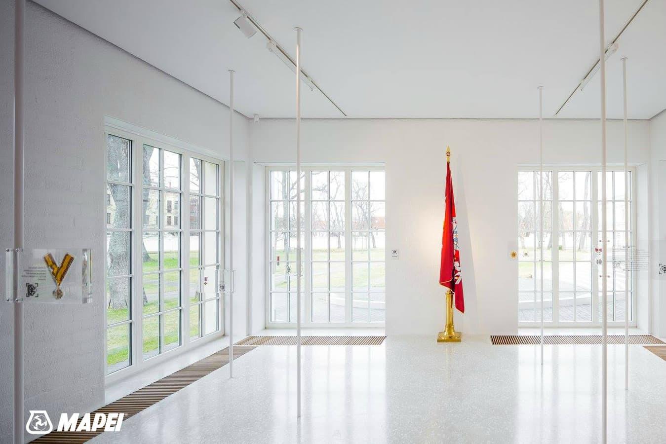 """ULTRATOP cementinė savaime išsilyginanti grindų danga. """"Terrazzo"""" efektas su marmuro užpildais, Valstybės pažinimo centras Vilniuje. http://velvemst.lt/uploads/Ultratop_LT.pdf"""