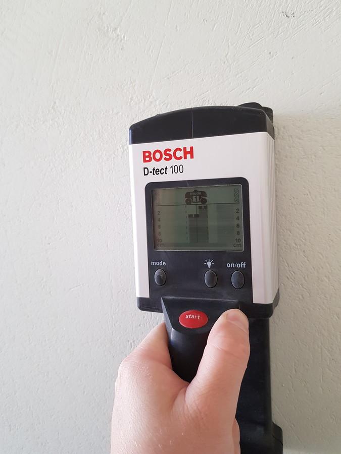 Dažnai tenka montuoti vėdinimo sistema jau įrengtuose butuose ir namuose, naudojame metalo ieškykli, kad nepažeisti įvairių komunikacijų.
