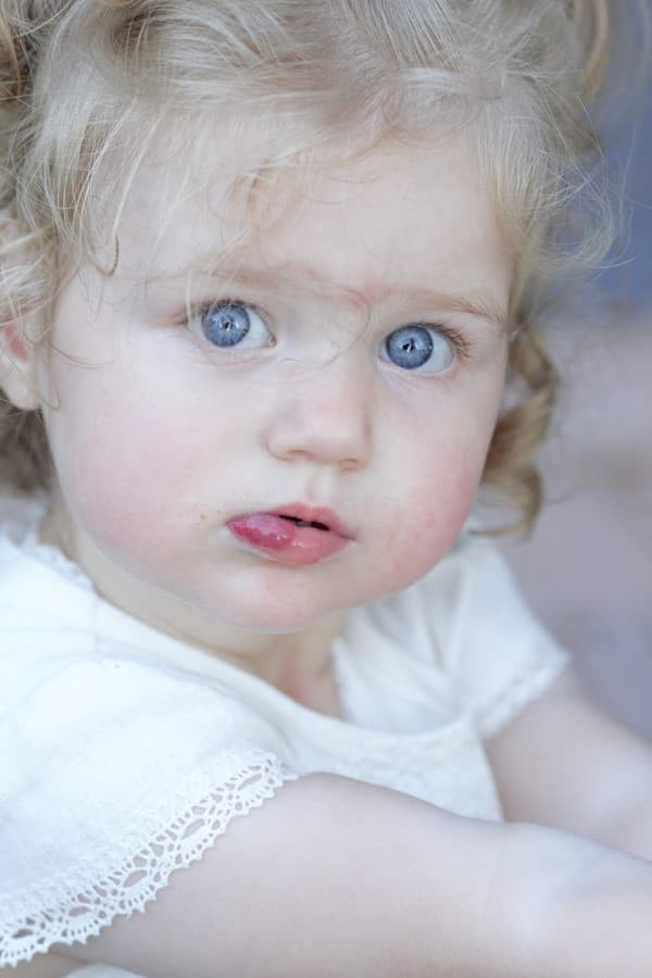 Vaikas, kuris teikia laimės savo tėvui ir savo motinai, yra geriausia, ką mūsų akys gali regėti.