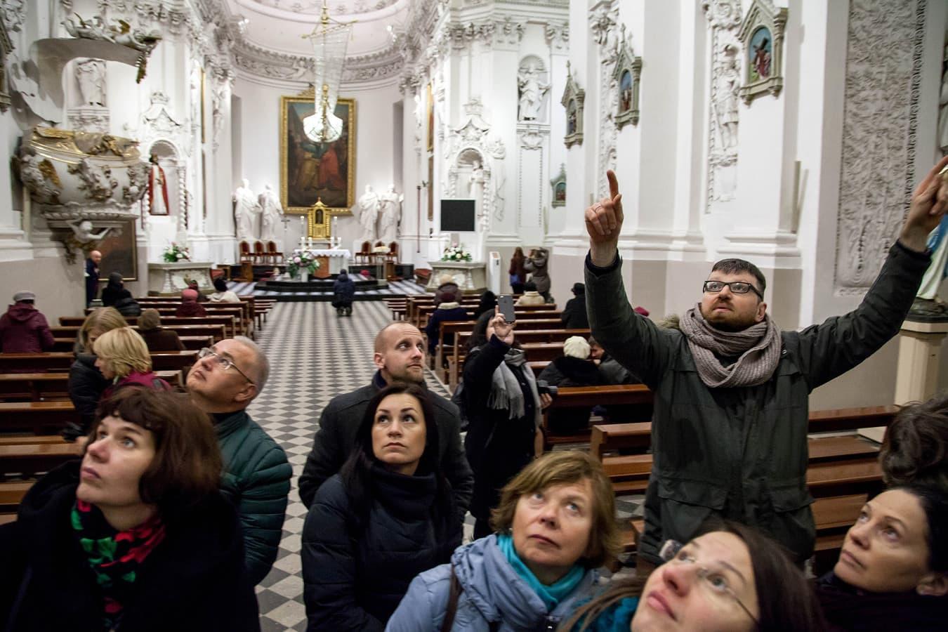 Ekskursija po Šv. Petro ir Pauliaus bažnyčią yra nepaprasta pažintis ne tik su gausybe simbolių, bet ir su XVII a. žmogaus mąstymu.