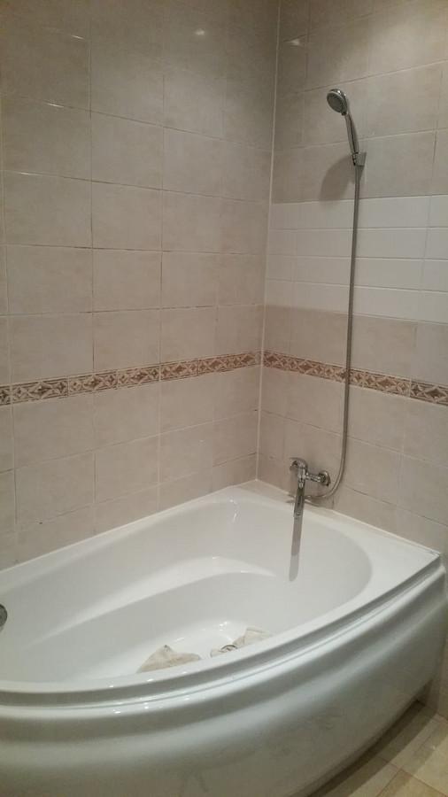 Vonios keitimas - akrilinė vonia neatlaikė šventųsiųjų gero nuotaikos...