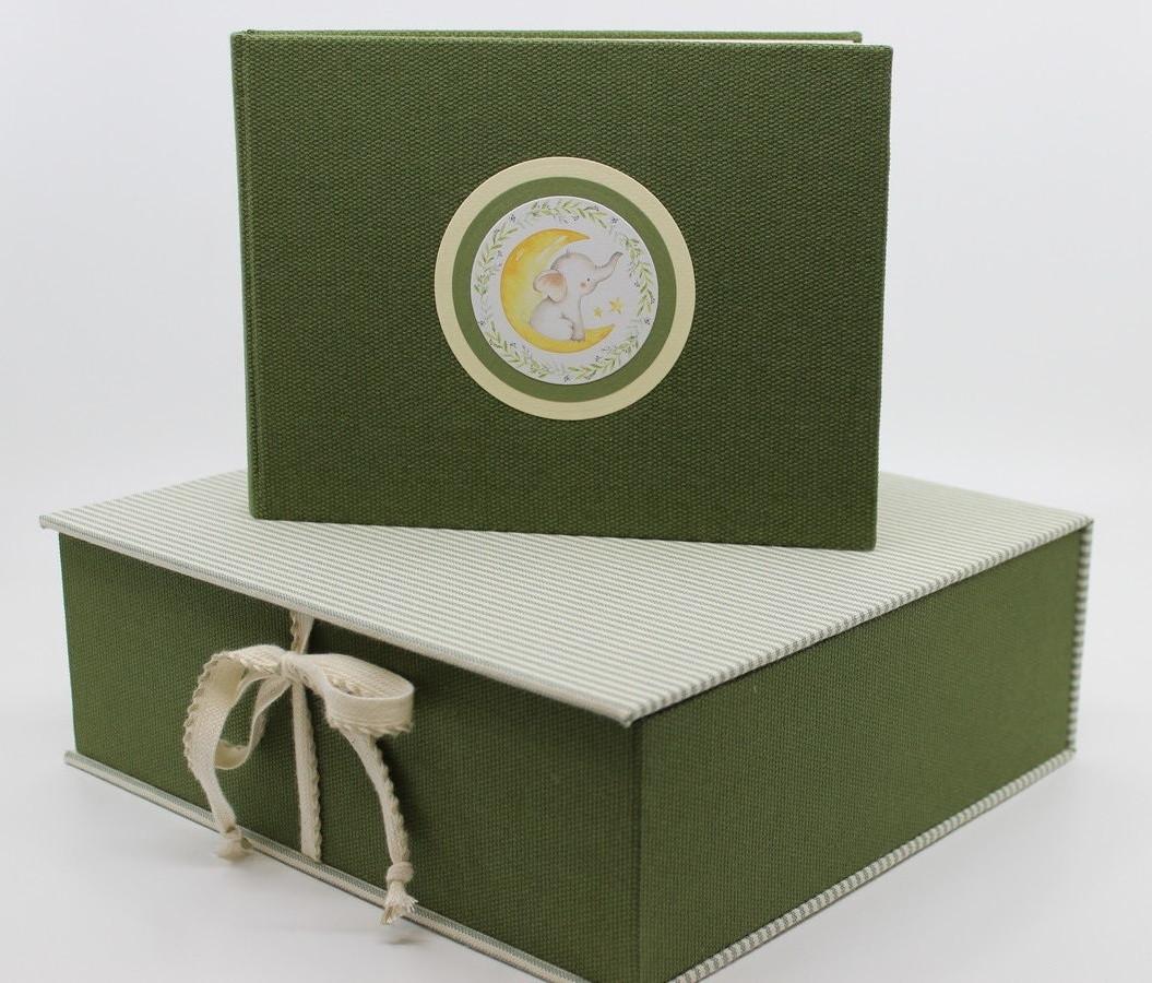 vaikiškas rinkinukas: dėžutė ir  albumėlis krikšto, palankynų ar gimtadienio progai.