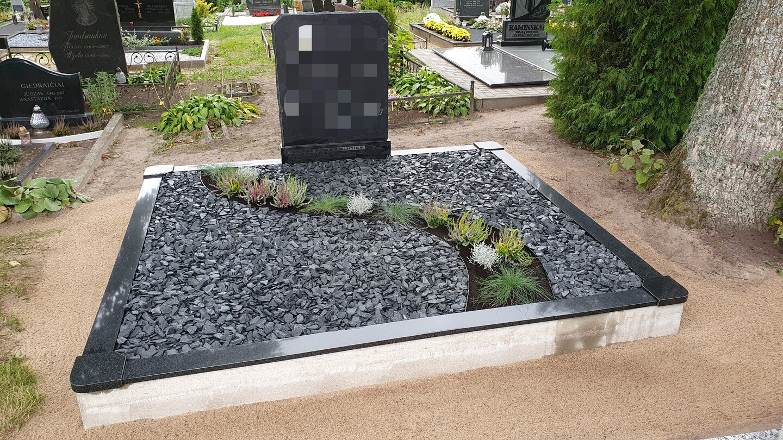 Kapavietės dekoravimas granito skalda.