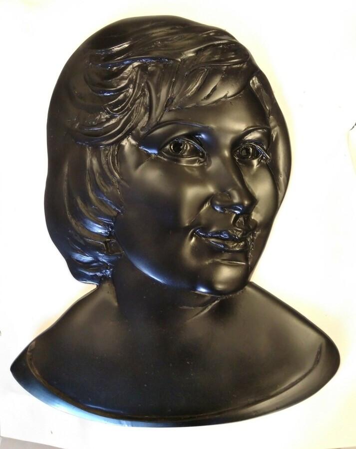Bareljefinis portretas, 60x45x4 cm, poliesterinė derva.