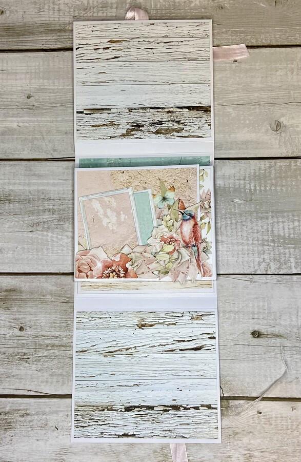 Pavyzdys.Atvirukas ir mini nuotraukų albumas. Jame telpa iki 20 nuotraukų. Yra vieta sveikinimui.