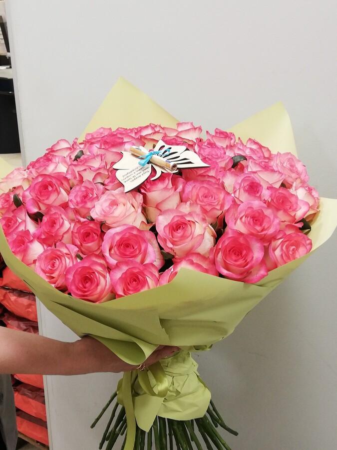 Kaina gali keistis priklausomai nuo esamos gėlių kainos. Į kainą neįskaičiuotas medinis drugelis. Drugelio kaina 4€. Su juo gražiai įsikomponuoja pinigai