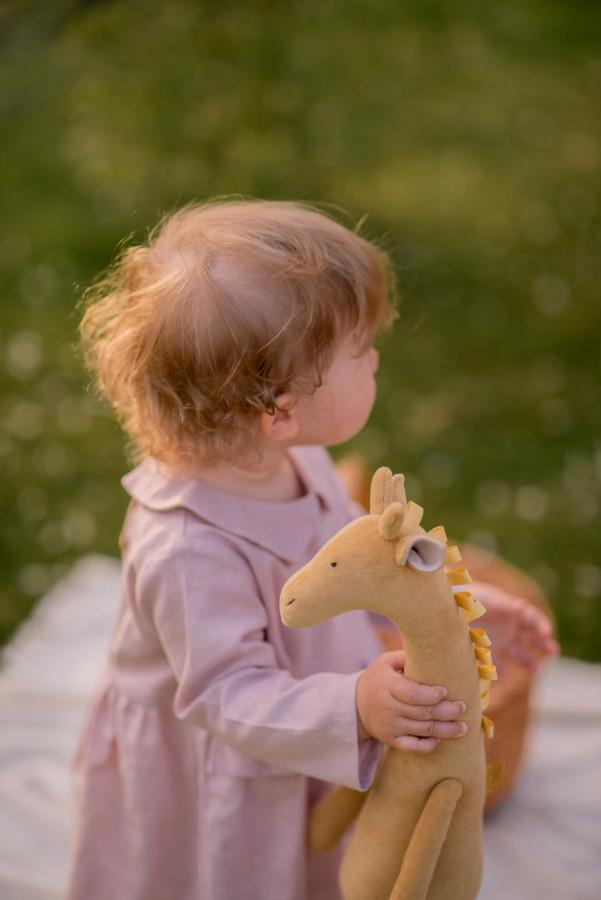 Žirafa riešutų spalvos
