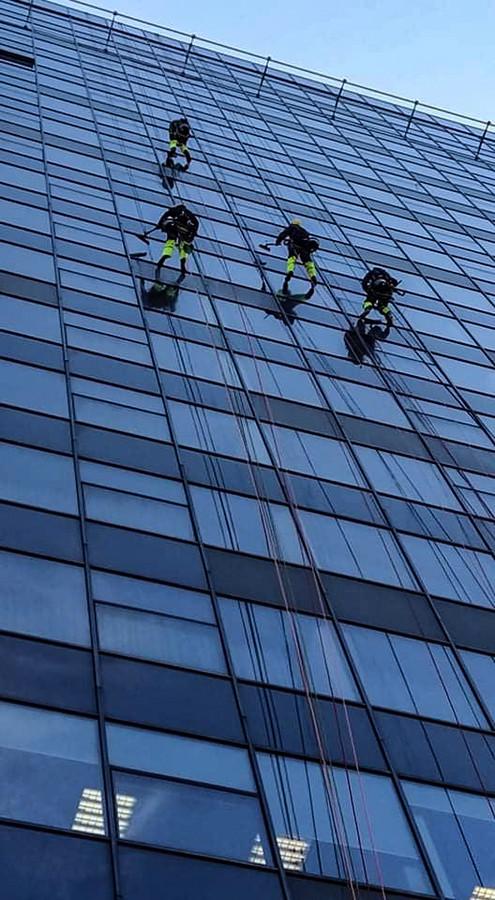 Aukštuminis langų valymas.