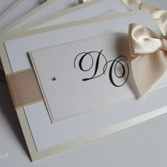 Švelnus, šviesių spalvų vestuvinis kvietimas