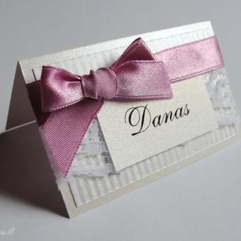 Stalo kortelė, priderinta prie kvietimo