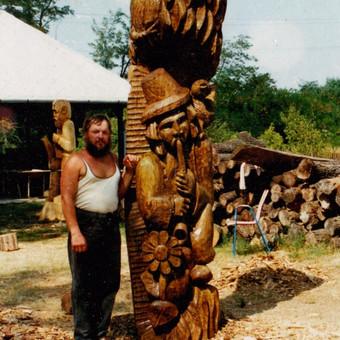 Vengrijoje statyta medžio skulptūra.