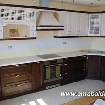Klasikiniai virtuvės baldai garbingai ir užtikrintai atstovaujantys klasikinių baldų šeimai. Tai gaminys skirtas solidiems amžių patikrintos kokybės gerbėjams. Įvairių formų, atspalvių m ...