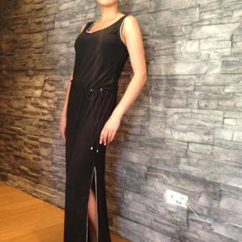 Juoda ilga suknelė.Audinys- sintetinis elastinis trikotažas. Dydis ; Ugis apie 168 cm. 40 Kr-92, L-74, Kl-98.