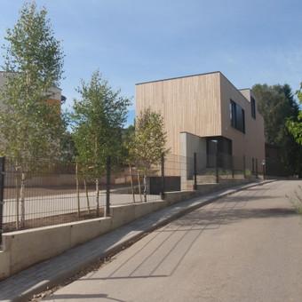 Namas - tai ne tik sienos...svarbu jo vidus,išorė  ir aplinka.