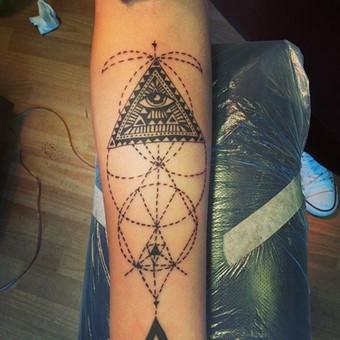 #LinasTattoo #Tattoo #Ink #EyesTattoo #Eyes #LineWork #LineTattoo #DotTattoo #DynamicInk