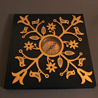 Albumas su kompasu