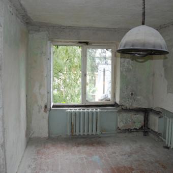 43 m2 butas Klaipėdoje remonto metu. Miegamasis kambarys.