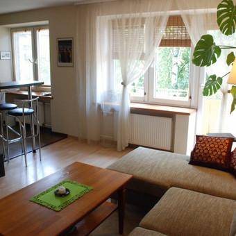 43 m2 butas Klaipėdoje po remonto. Saliono kambarys su virtuve.