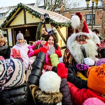 lankstomi įvairūs gyvūnėliai vaikams 2012m. Kauno rotušės aikštės kalėdinio miestelio atidarymo šventės metu.