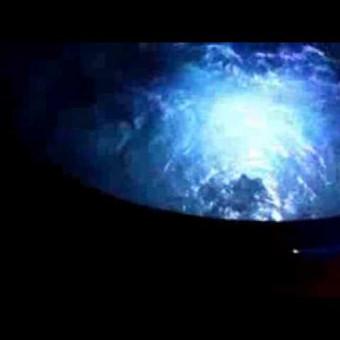 Štai taip atrodo www.mobiluskubilas.lt banguojantis vanduo nuo burbulų - jacuzzi sistemos ir besikeičiančios LED šviesos