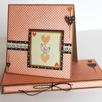atvirukas ir dėžutė šokoladui ar kitokiai nedidelei dovanėlei.
