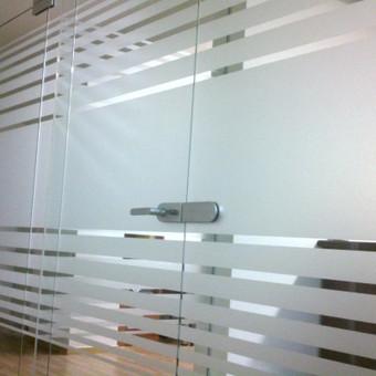 Plėvelės klijavimas, stiklo sienelės / Stiklo Spalvos / Darbų pavyzdys ID 17567
