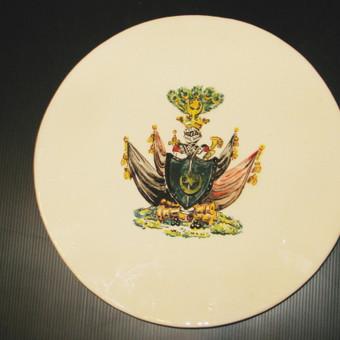 lėkštė su užsakovo herbu