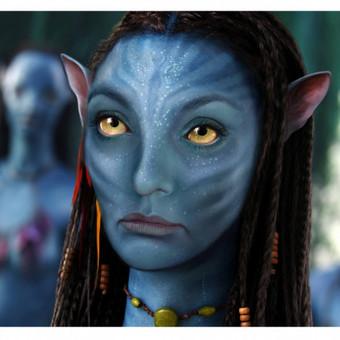 Montažas-tapyba. Fonas paimtas kadras iš filmo, portretas tapytas iš nuotraukos, perdarant pagal filmo personažą.