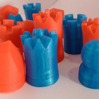 Šachmatų rinkinys. Dizainas mano, formos specialiai pritaikytos spausdinimui.