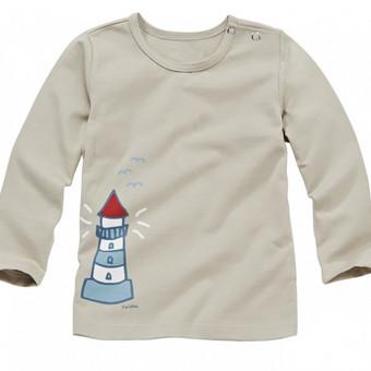 Medvilniniai marškinėliai berniukams, tinka ir mergaitėms. Aprašymas: Trikotažinė medžiaga sertifikuota Oeko-Tex®. Priekyje nuotaikingas marginimas. Patogiai susisega spaudėmis. Medžiagos sudėtis: 94% medvilnė/6% elastanas DĖMESIO: marškinėliai be popierinių etikečių, bei galimai mažu defektu, pvz. įmegztas siūlas, marginimo žymė ar pan., nes tai likutis nuo gamybos. Mažmeninė rinkos kaina ~62Lt.