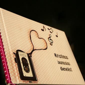 Mergvakario knyga. Tušti lapai, kur dalyvės parašo nuotakai palieka asmeninius įrašus.