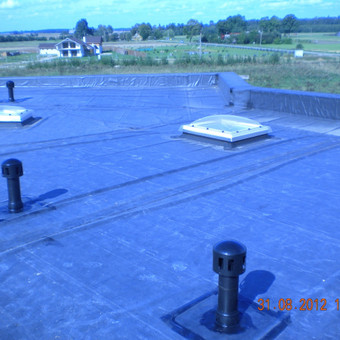 Įvairių stogo elementų aptaisymas Firestone EPDM aksesuarais.