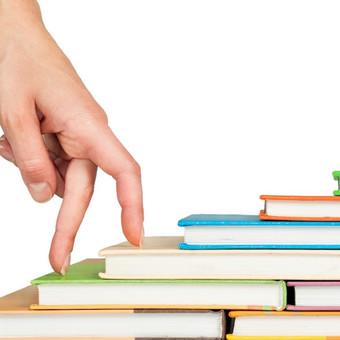 Greitasis skaitymas progimnazistams http://www.karjerosakademija.lt/seminarai/greitasis-skaitymas/greitasis-skaitymas-progimnazistams/ NAUDA      2-3 kartus padidinamas vidutinis skaitymo greitis.     Efektyviau įsisavinama informacija, lavinamas gebėjimas aiškiau reikšti mintis bei savarankiškai pasiruošti kontroliniams darbams.     Auga motyvacija, pagerinamas loginis mąstymas bei gebėjimas susikoncentruoti.  METODIKA/ĮRANKIAI      Racionalus skaitymas     Dinaminis skaitymas     Foto skaitymas     Minčių žemėlapis