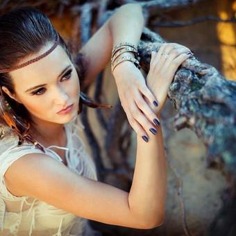 """""""Wild beauty"""" Šukuosena/makiažas: Ernestas Švilpauskas Modelis: Aistė Liudvikaitytė Papuošalai: """"Aistės papuošalai"""" Nuotrauka/retušas: Nerijus Šabanauskas"""